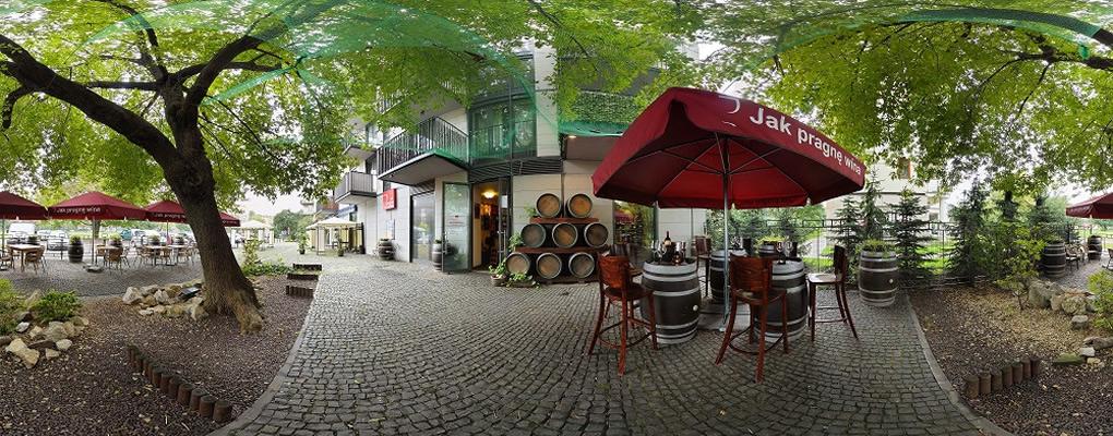 """""""Wino czyni każdy posiłek uroczystością, każdy stół wspanialszym, każdy dzień bardziej udanym."""" Andre L. Simon"""